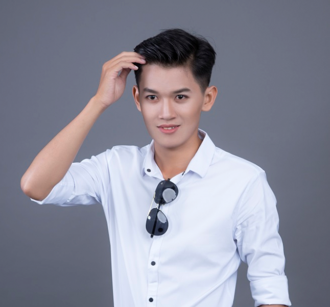 Khanh Du owns a beaming smile like as Hotboy - Image 2